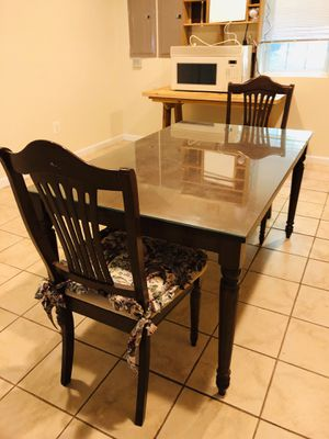 Dining Table with 4 Dining Chairs for Sale in Woodbridge, VA