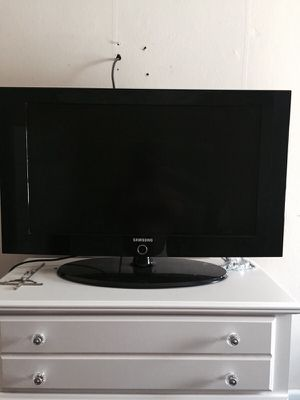 Samsung 32in lcd tv for Sale in Fall River, MA