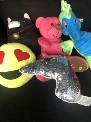 3 soft stuffed animals & 2 pillows for Sale in Downey, CA