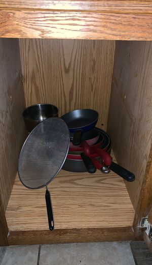 Pot pans and kitchen stuff for Sale in Las Vegas, NV