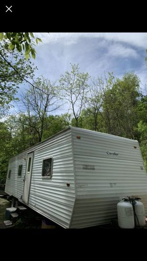 Gulf Stream 32 foot camper for Sale in Bellaire, OH