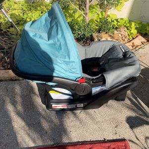 Snugride 30 Click Clnnect for Sale in Largo, FL