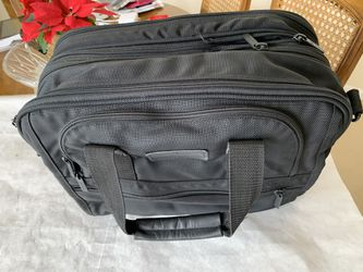 laptop bag, New 17x13x7, expandable, with shoulder strap for Sale in Northville,  MI