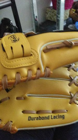 Baseball glove for Sale in Riverdale, GA