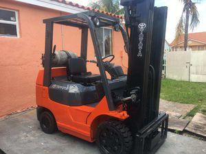 Forklift toyota serie 7 for Sale in Miami Gardens, FL