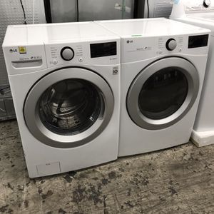 = LG FLOOR MODEL GLOSSY WHITE FRONT LOAD WASHER & GAS DRYER MATCHING SET = for Sale in San Diego, CA