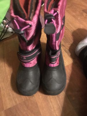 Big kids size 2 snow boots for Sale in Renton, WA