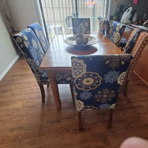 Dining table and 6 chairs for Sale in Columbus, OH