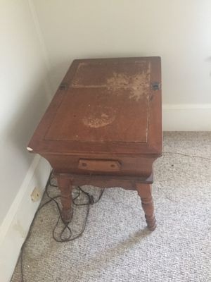 Antique table 10$ for Sale in Chesnee, SC