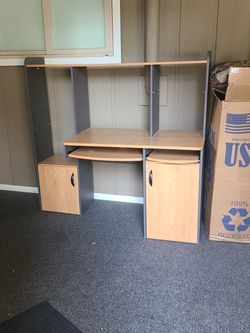 FREE DESK. U Haul for Sale in Everett,  WA