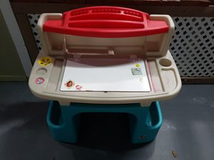 Kids desk Table with storage for Sale in Hialeah, FL