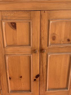 Medium Wood Cabinet for Sale in Issaquah,  WA