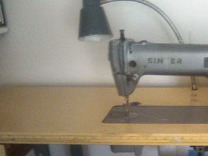 Singer sewing machine for Sale in Santa Fe Springs, CA