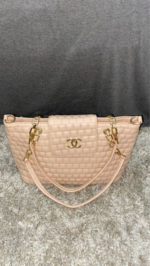 BRAND NEW NEVER USED CHANEL SQUARE PATTERN PATOIS BIG BAG for Sale in Philadelphia, PA