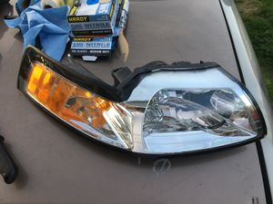 2004 Ford Mustang headlight for Sale in Monroe, WA