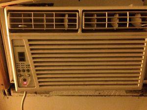 Black & Decker air conditioner/fan 6000BTU for Sale in Cleveland, OH