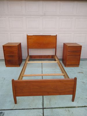 Retro MCM Mid Century Modern Vintage Antique Solid Mahogany Wood Twin Bed With 2 Nightstands for Sale in Patterson, CA