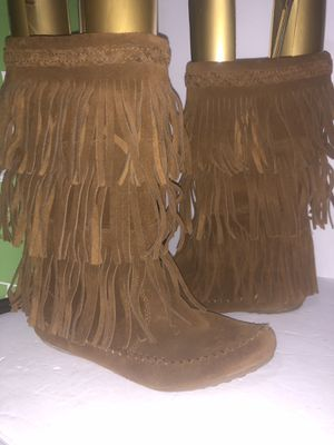Minnetonka fringe boots size 9 very nice for Sale in Dublin, OH