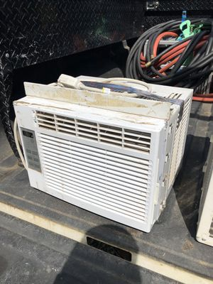 Frigidaire window unit 120 v for Sale in Denton, TX