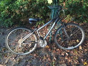 Giant Cypress NX Bike Good Condition for Sale in Stone Mountain, GA