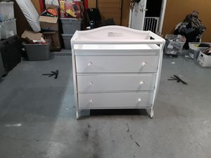 Beautiful Changing Table w/Built in 3 easy glide drawers. Used once or twice! Literally! for Sale in Alamogordo, NM