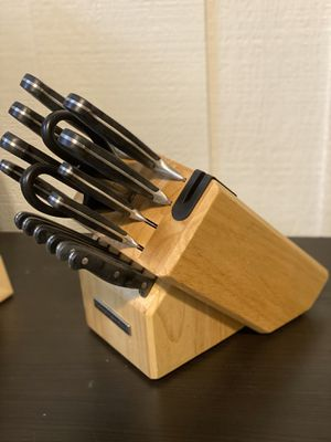 Kitchen Knife Set With Black and Built-in Sharpener for Sale in Fullerton, CA