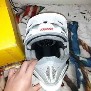 THOR MOTORCYCLE HELMET for Sale in Fresno, CA