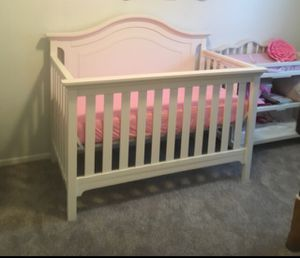 Baby crib 4 in 1 with changing table for Sale in Dallas, TX