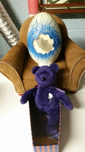 Princess Diana 1st Edition 1997 Beanie Baby w/Egg Holder, Couch, & Resting Box. for Sale in Feasterville-Trevose, PA