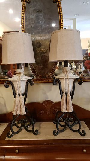 Beautiful vintage French provincial lamps for Sale in Boynton Beach, FL