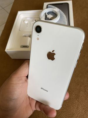 iPhone XR white 64gb factory unlocked (desbloqueado para todas las compañías) for Sale in Rosemead, CA