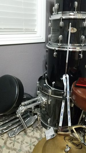 Electric Drum Set and Acoustic Pearl Forum Series. for Sale in Las Vegas, NV