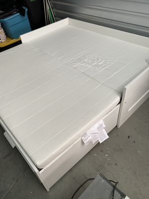 Queen to twin drawers frame bed for Sale in Lake Elsinore, CA