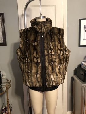Men's reversible fo fur vest paid $150. Size XL in good condition! for Sale in Washington, DC