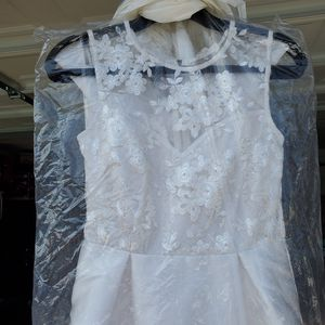 Wedding dress size small for Sale in Los Angeles, CA