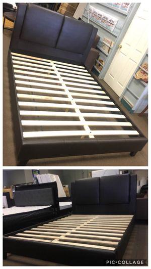 Queen size platform bed frame for Sale in Glendale, AZ