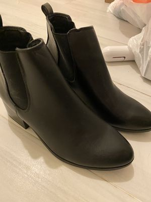 Women's boots for Sale in Hialeah, FL