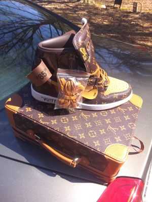Louis Vuitton luggage box 300 I have all sizes for Sale in Tupelo, MS