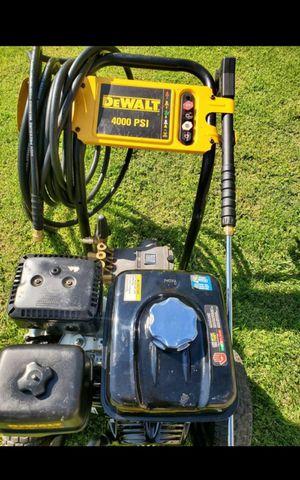 DEWALT GAS 4,000 PSI PRESURE WASHER WITH HONDA ENGINE LIKE NEW for Sale in San Bernardino, CA