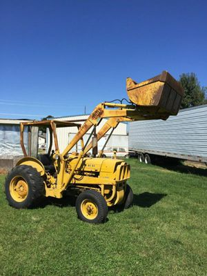TRACTOR WITH FRONT LOADER for Sale in Modesto, CA