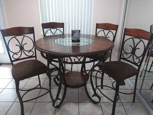 Ashley Signature Design countertop heigh 4 bar stool for Sale in Miramar, FL