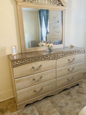 Bedroom Dresser with Mirror for Sale in West New York, NJ