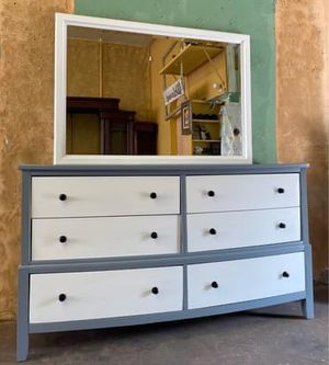 Dresser with Mirror for Sale in Fresno, CA