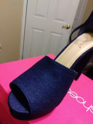 Denim platform 5 in dress sandal for Sale in Glenolden, PA