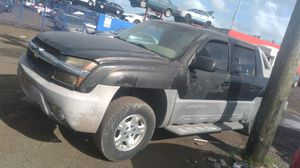 Chevrolet avalanche for part out 2003 for Sale in Opa-locka, FL