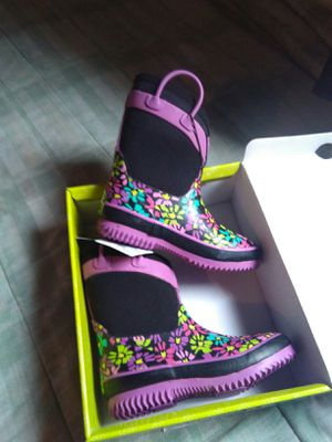 New in box size 13/1 girls waterproof insulated boots for Sale in Edgewood, WA