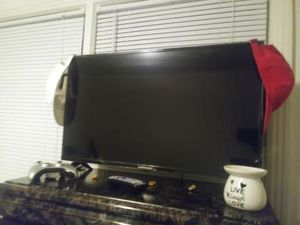 32 inch Emerson TV for Sale in Paducah, KY
