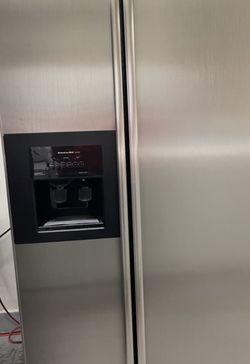 Refrigerador Excelente Condiciones Marca Kichen Aid for Sale in Rialto,  CA