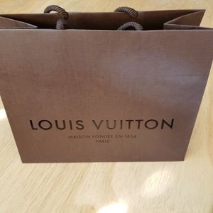 "LOUIS VUITTON Paper Shopping bag 8 5/8"" x 7"" x 4"" Size Small. Excellent condition like new. Great for gift for holiday. for Sale in Long Beach, CA"