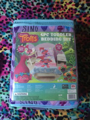 Trolls 4pc toddler bedding set for Sale in Chicago, IL